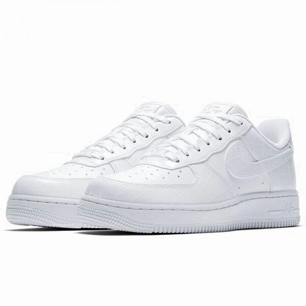 online store a2826 7b71b  NIKE WMNS AIR FORCE 1 07 ESS 橡膠底透氣孔休閒鞋運動