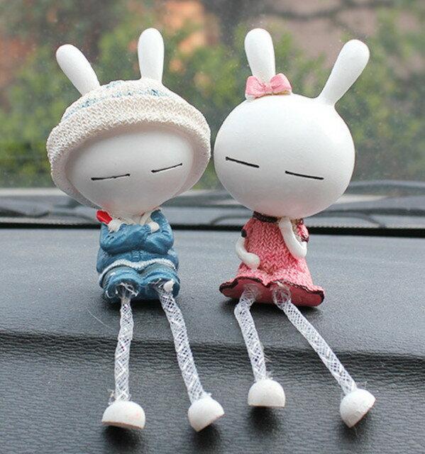 【威力鯨車神】長耳兔樹脂情侶娃娃汽車擺飾(1對)