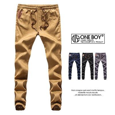 《全店399免運》『 One Boy 』【N55533】極致簡約皮標無印品休閒縮口褲