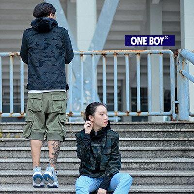 《全店399免運》『 One Boy 』【N70812】假兩件迷彩關鍵拼接連帽風衣外套