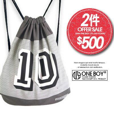 ~ 2件↘ 500~~ One Boy ~~N990044~拼接條紋風味字樣10束口袋 ~