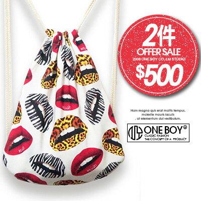 ~ 2件↘ 500~~ One Boy ~~N990057~滿遍性感紅唇圖漾束口袋 ~