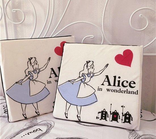 =優生活=迪士尼 愛麗絲米奇米妮椅墊坐墊 椅子墊毛絨墊子