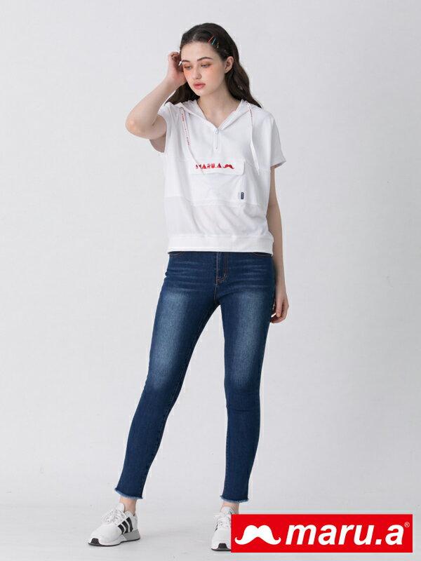 2千現折400↘搶券再折▶ 【maru.a】口袋LOGO刺繡彈性牛仔長褲(深藍)▶滿800免運