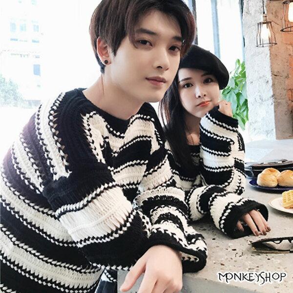 Monkey Shop:《MonkeyShop》【MM9050】情侶款韓版落肩寬袖橫紋圓領針織毛衣