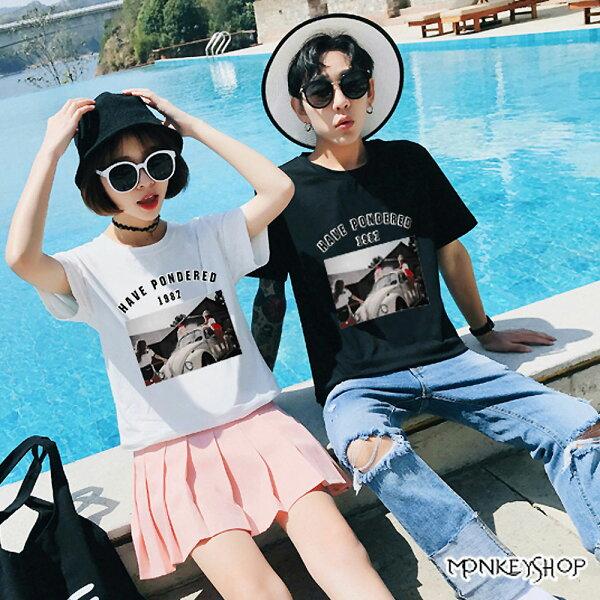 《MonkeyShop》【M66017】男女情侶復古風金龜車人物照片印花短袖T恤-2色