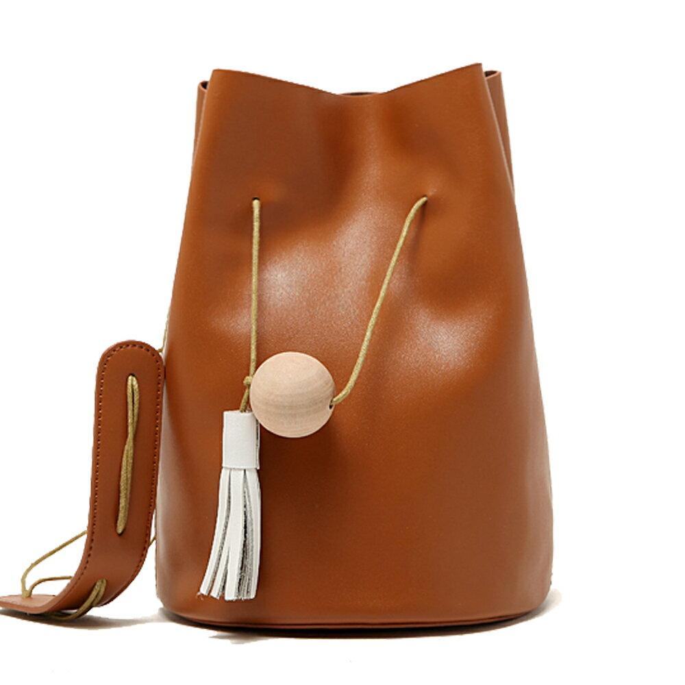 【101 Queen】真皮時尚魅力領袖木球流蘇造型水桶包(共6色)