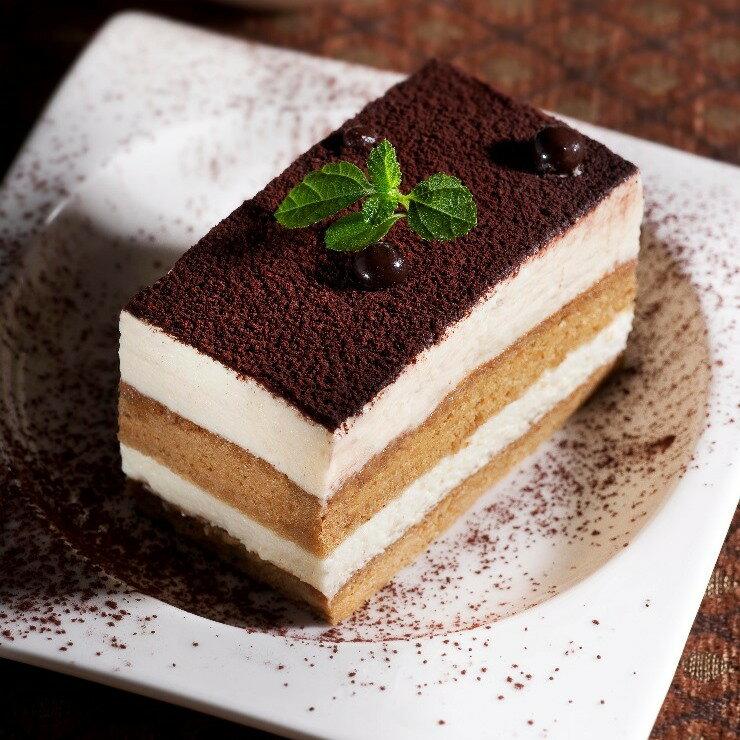 冬季限定聖誕蛋糕提拉米蘇聖誕蛋糕必吃的提拉米蘇,其香醇美味無與倫比,是一款非常有優雅、非常成熟的口味,特別獻給優雅又迷人的您!冬季限定聖誕蛋糕就在提拉米蘇推薦冬季限定聖誕蛋糕