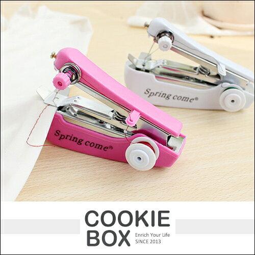 創意 家居 袖珍 手動 小 縫紉機 隨機出貨 便攜式 迷你 裁縫機 縫衣 外出 家用 方便 *餅乾盒子*