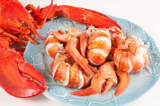 聖誕大餐及聖誕美食龍蝦肉質Q彈鮮甜的波士頓龍蝦,想要與家人共享聖誕大餐,相信這紅通通又充滿喜氣的龍蝦料理,會是不錯的選擇!聖誕大餐及美食就在龍蝦推薦龍蝦