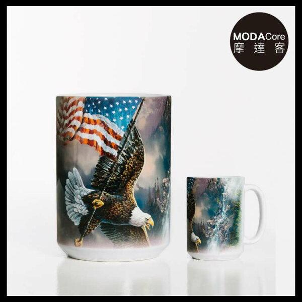 【摩達客】(預購)美國TheMountain愛國鷹掌旗圖案設計藝術馬克杯440ml