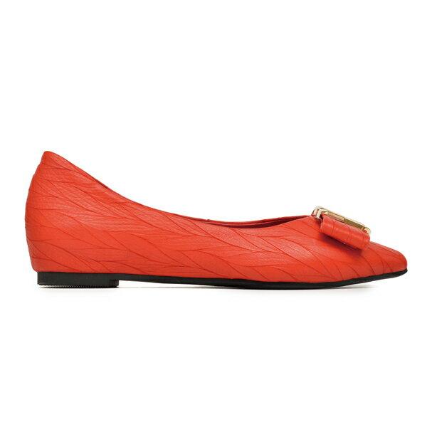 專櫃款 全真皮壓紋X飾扣尖頭內增高平底包鞋-紅