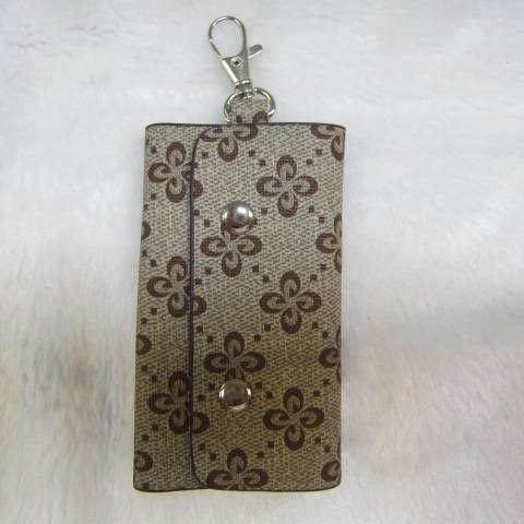 ~雪黛屋~SANDIA-POLO 專櫃品牌鑰匙包 進口防水防刮皮革6支鑰匙容量設計70-SA1301 撲克