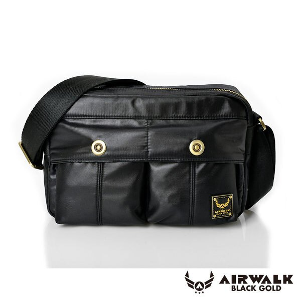 AIRWALK 黑金系列。輕裝騎兵。經典雙前袋側肩包(小)【A331411020】騎士黑【禾雅】