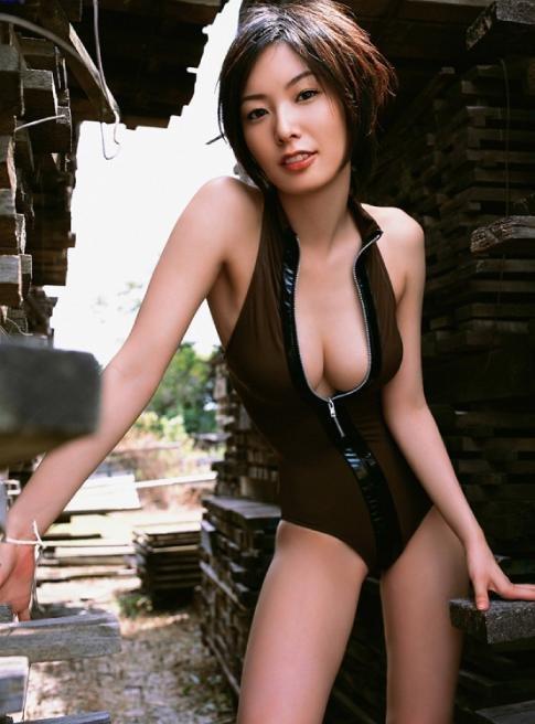 日本AV新款可愛少女露乳裝鏤空拉鍊油亮比基尼連身泳衣緊身情趣內衣 B6056