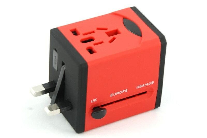 【凱樂絲】USB轉換插座 旅行好幫手 - 方形紅色-英美澳歐四大標準插腳 0