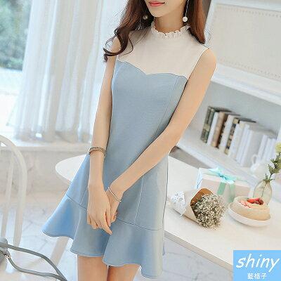 【V8188】shiny藍格子-甜美巧思.撞色拼接荷葉邊無袖連身裙