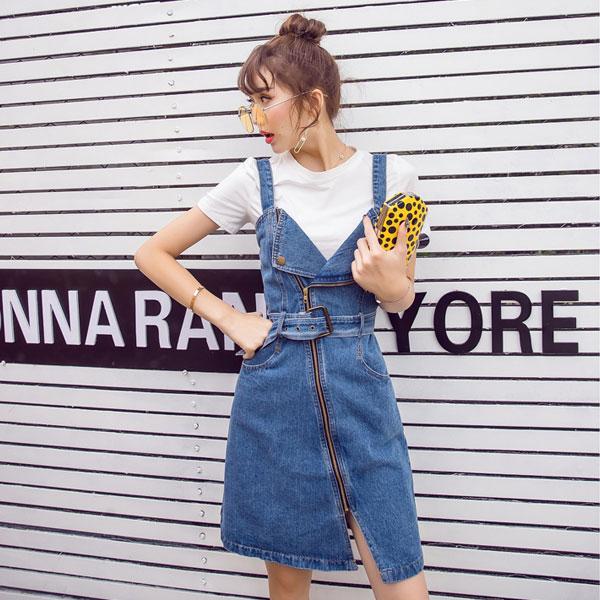 騎士腰帶 牛仔吊帶裙 連身洋裝 牛仔裙 短裙 背心V領 不規則下擺 翻領斜拉鍊 個性顯瘦百搭 韓國熱賣 ANNA S.