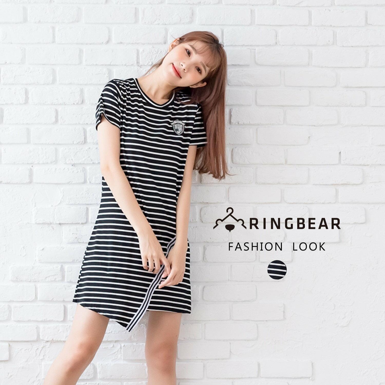 休閒洋裝--韓版休閒風H型布徽章黑白條紋不規則下襬短袖洋裝(黑XL-2L)-D487眼圈熊中大尺碼 0