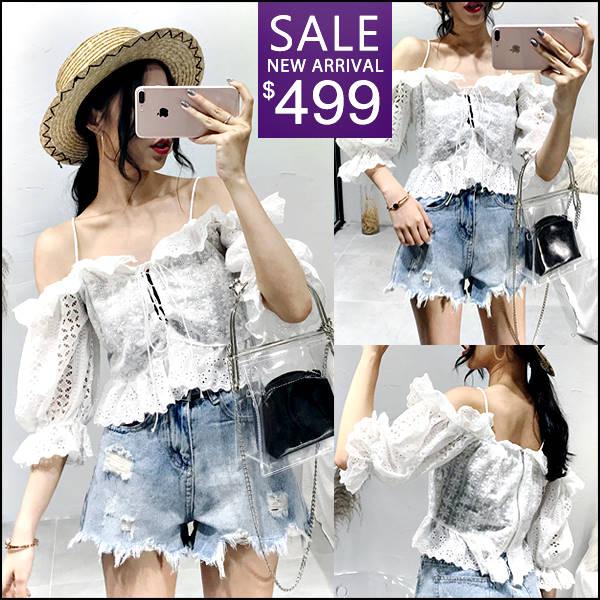 ☆克妹☆現貨+預購【ZT45203】泰國潮牌女神渡假風電繡蕾絲吊帶露肩上衣