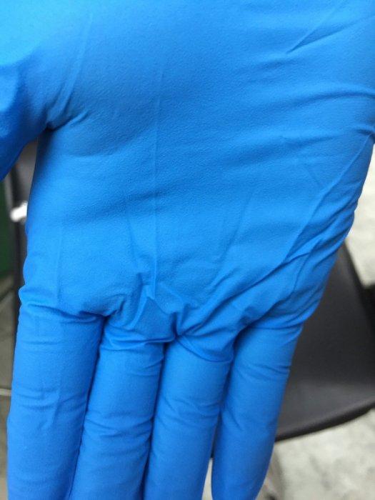 永大醫療~藍色NBR耐油無粉手套整雙指滑紋路~厚款卻不影響手感~100入/200元10盒免運費