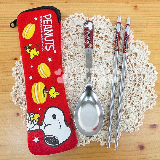 〔小禮堂〕史努比 不銹鋼匙筷餐具組《紅.側坐.馬卡龍》潛水布收納套