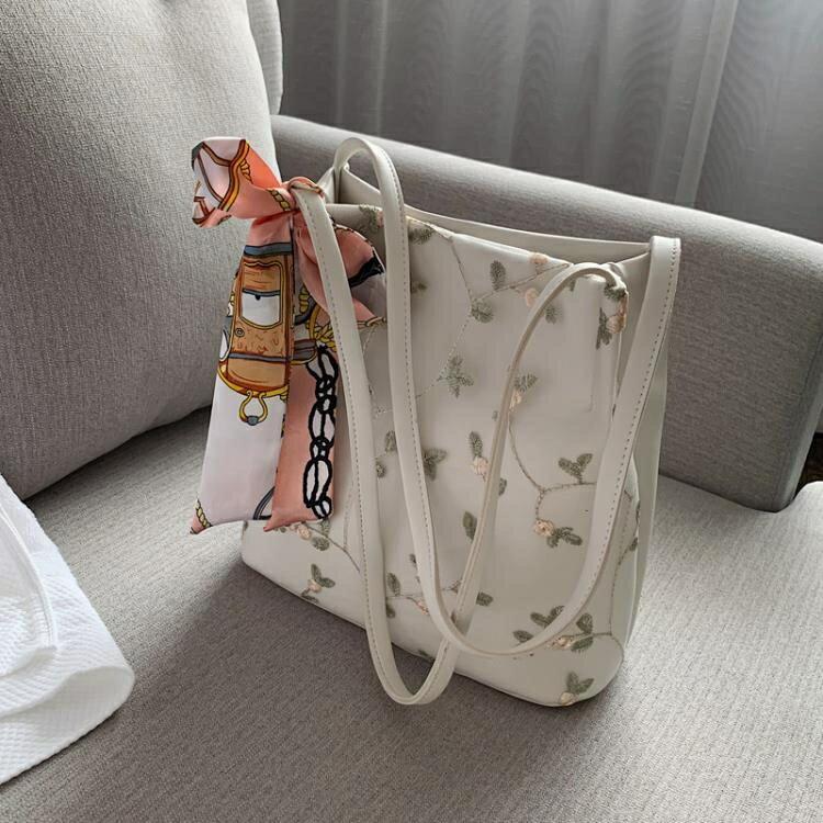 仙女側背包女包2020流行的包包新款潮韓版百搭小清新蕾絲水桶包yh
