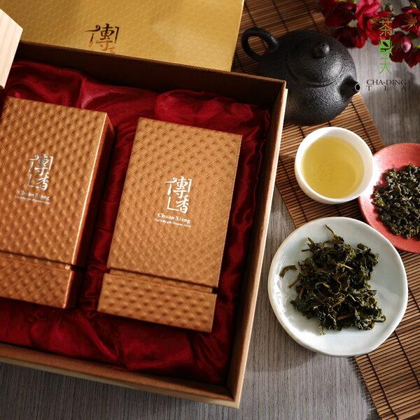 【茶鼎天】極品傳香-梨山茶禮盒(150gx2入)種植於2000~2600公尺以上梨山茶區,茶湯蜜綠鮮活,香氣高雅帶果香,入口滑軟,滋味甘醇不澀,後勁強,絕對是讓您齒頰留香的好茶。 1
