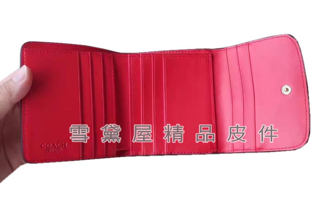 ~雪黛屋~COACH 短夾三折暗釦+蓋式外袋國際正版保證進口防水防刮皮革品證購證盒塵套提袋等候10-15日C578371