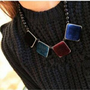 美麗大街~GX0405~ 復古風 絲絨正方形幾何圖案撞色短款項鍊毛衣鏈
