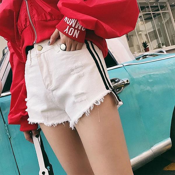 側邊條紋 刷鬚 短褲 牛仔褲 牛仔短褲 熱褲 高腰 顯瘦 長腿 翹臀 前短後長 毛邊 破洞 運動休閒 黑白 韓 ANNA S.