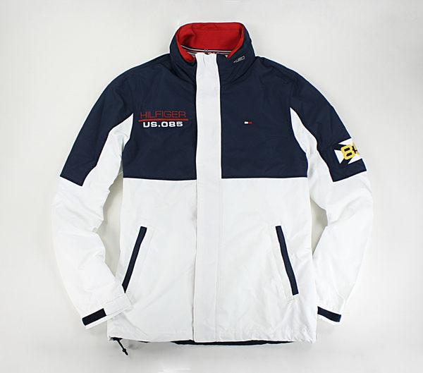 美國百分百【Tommy Hilfiger】外套 TH 收納帽 輕薄 透氣 雙色 防風 風衣 夾克 藍白色 M號 C009