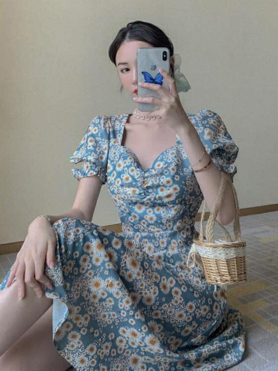 碎花洋裝 胖mm大碼女裝油畫氣質碎花裙夏季小雛菊泡泡袖收腰顯瘦開叉連身裙 果果輕時尚