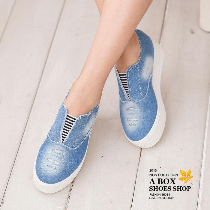 格子舖*【AWA-6】率性刷色刷白牛仔布破壞設計 可愛愛心 V口鬆緊厚底帆布鞋 懶人鞋 2色 2