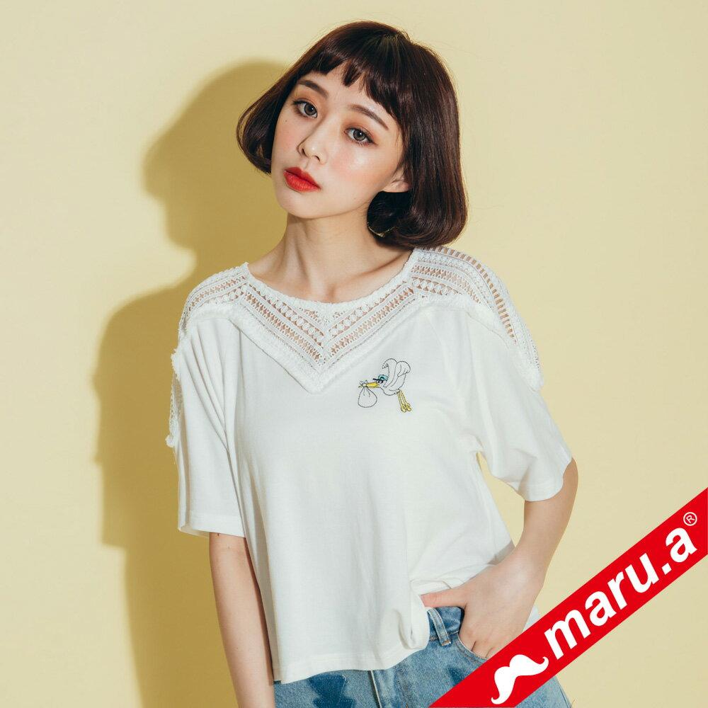 【maru.a】胸前送子鳥刺繡寬鬆下擺蕾絲透膚上衣(2色)8311224 0