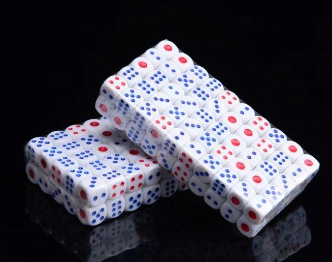 [100顆裝大]塑膠骰子 / 吹牛比大小點數夜店酒吧KTV娛樂(隨機色)14MM 79元