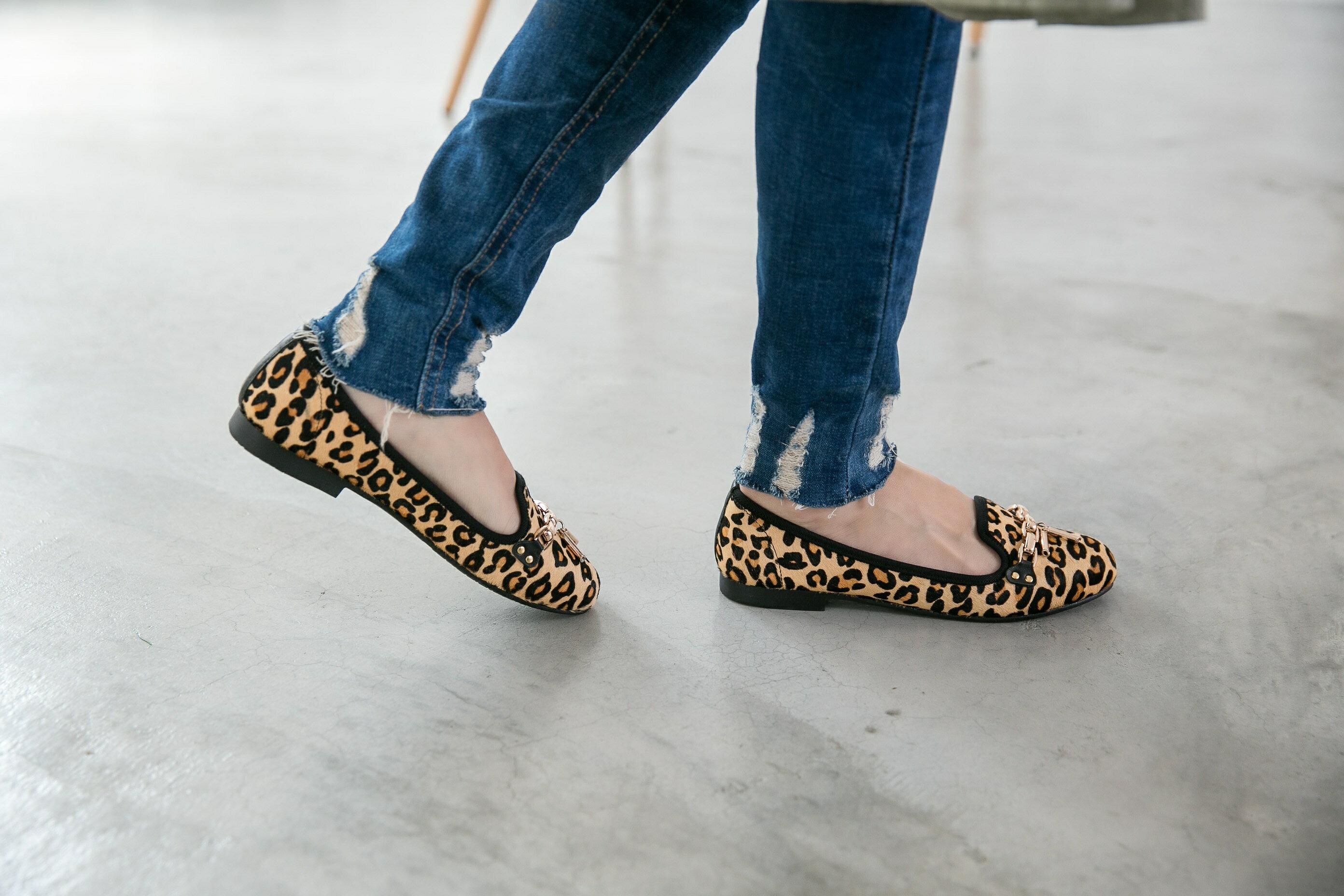 Aimez La Vie 真皮馬毛豹紋金屬鍊樂福鞋 0