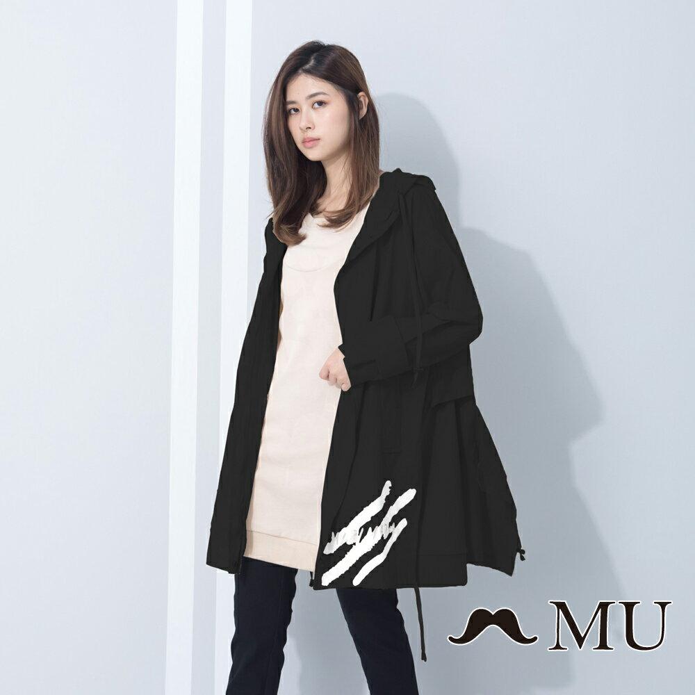 【MU Outlet】設計款特殊剪裁連帽風衣外套(黑色) ► 滿1500享88折