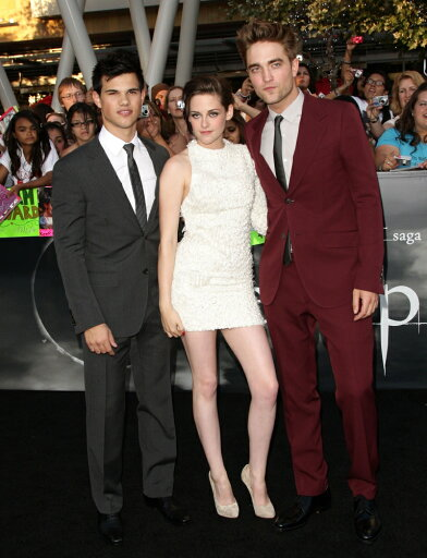 Taylor-Lautner-Wearing-A-Gucci-Suit-Kristen-Stewart-Wearing-An-Elie-Saab-Dress-Robert-Pattinson-Wearing-A-Gucci-Suit-At-Arrivals-For-The-Tw
