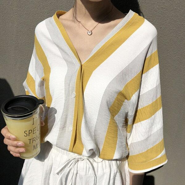 V領條紋露背上衣襯衫中大尺碼【82-12-81586-18】ibella艾貝拉