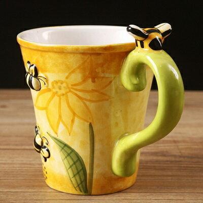 ☆咖啡杯 彩繪馬克杯-3D立體手繪蜜蜂陶瓷水杯72ax5【獨家進口】【米蘭精品】