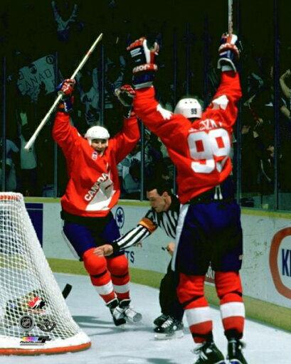 Mario Lemieux & Wayne Gretzky 1987 Canada Cup Photo Print (8 x 10) 05088336dfb693fd58884ad5b8c28709