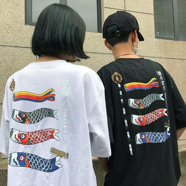 FINDSENSE服飾:FINDSENSEMD日系潮街頭男女情侶裝寬鬆五分袖鯉魚旗幟印花短袖T恤特色短T