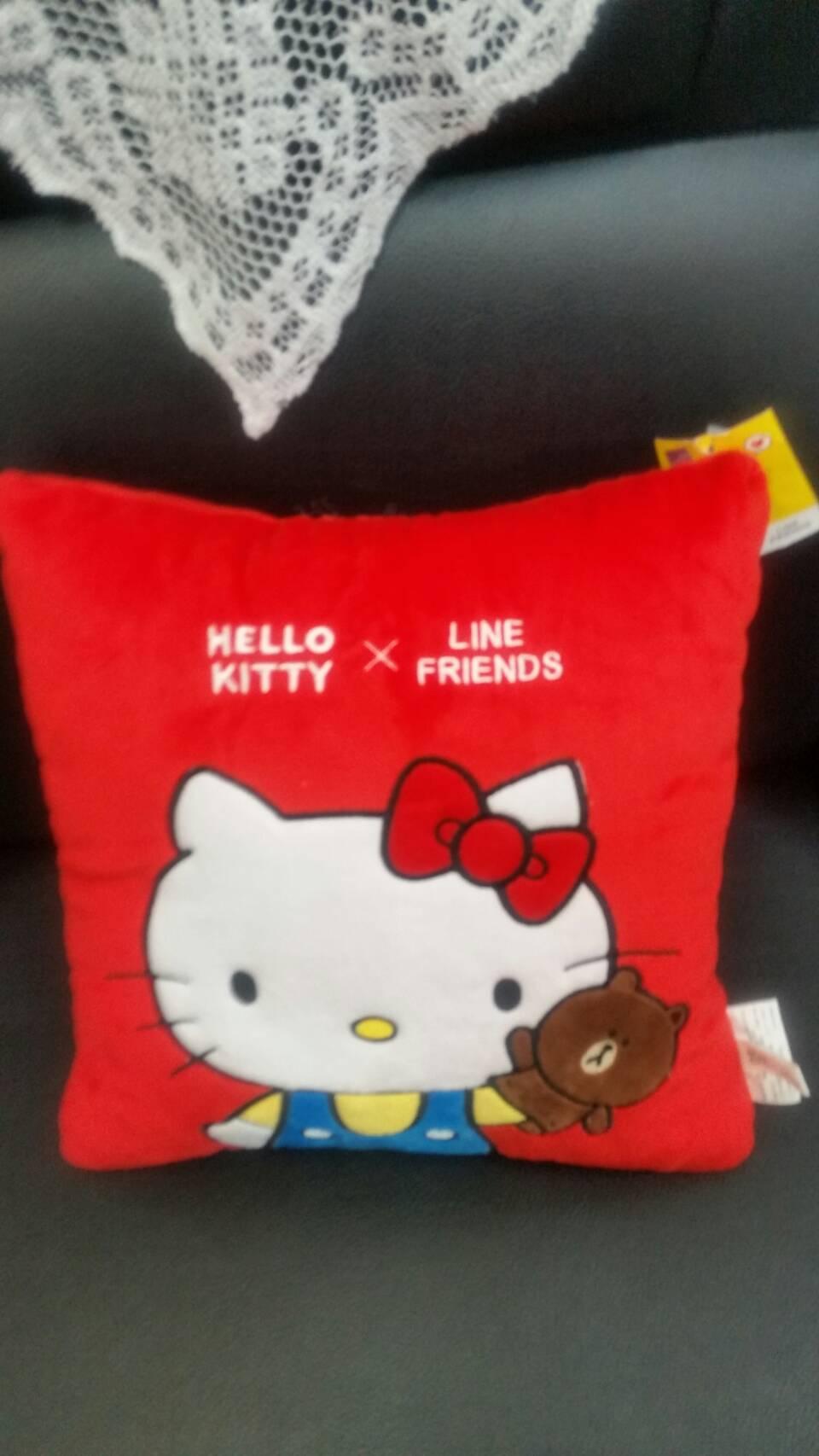 正版授權 KITTY & LINE 聯名款 方型抱枕 躺枕 超可愛 送禮自用 擺設皆可