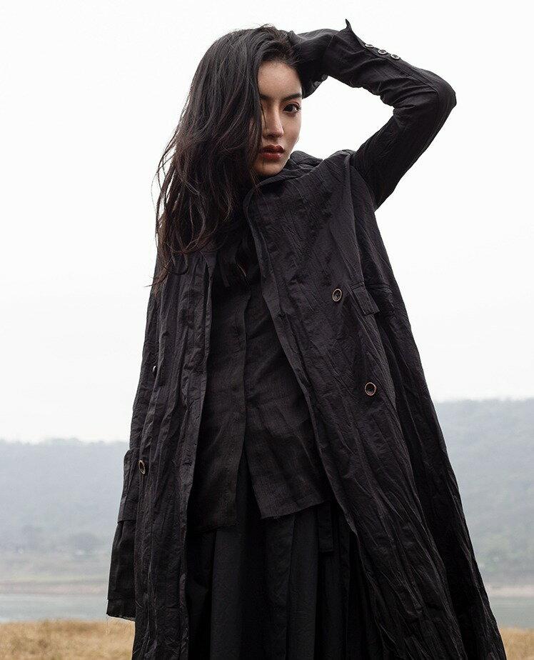 暗黑風金屬絲褶皺修身中長版風衣外套/設計所在