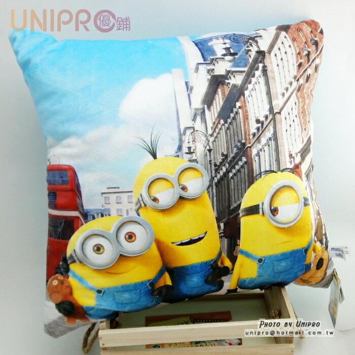 【UNIPRO】小小兵 Minions 逛倫敦街頭 正版 四方抱枕 34X34 靠枕 午安枕 蘿蔔 史都華 凱文