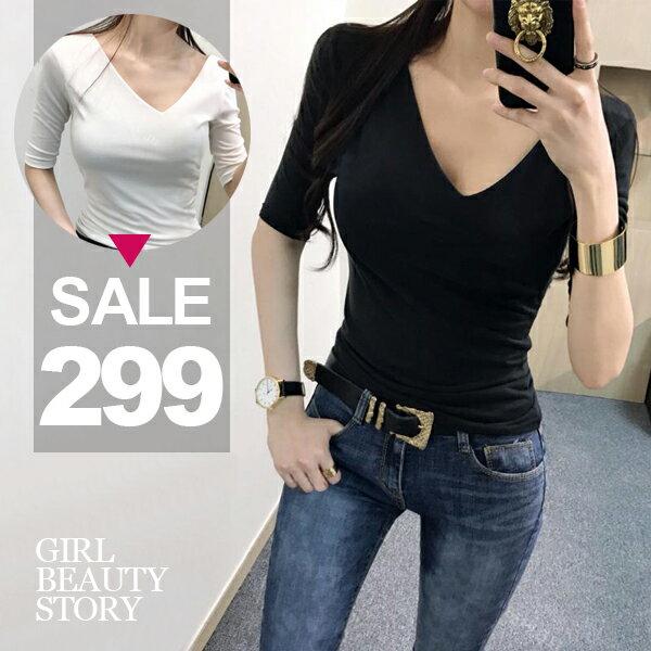 SiSi Girl:SISI【L7083】不對稱斜V領性感百搭修身素面純色超彈舒適T恤上衣