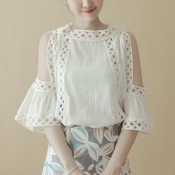SiSi Girl:SISI【T6084】甜美優雅韓版鏤空鉤花邊拼接棉麻七分袖露肩襯衫上衣