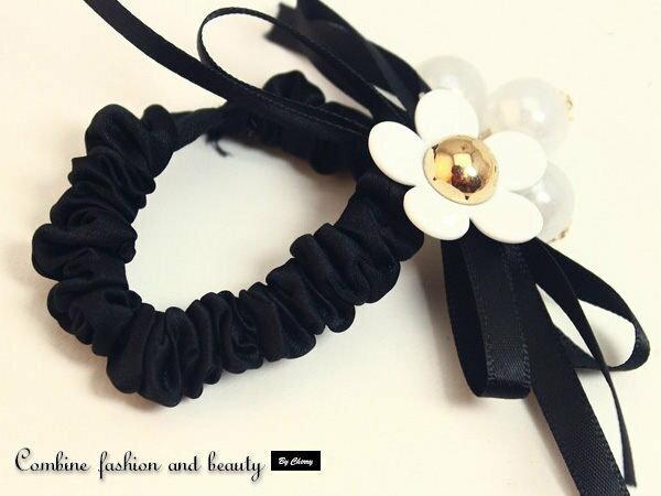 白色花朵珍珠吊飾造型髮束髮圈批發超商取貨【櫻桃飾品】【22601】