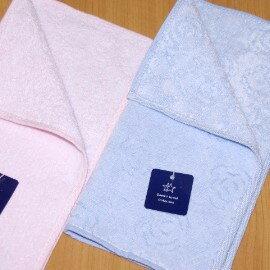 【夏日必備】《小方巾/手帕/童巾》╭*GT浮雕玫瑰純棉 雙面印花小方巾(24*24cm)